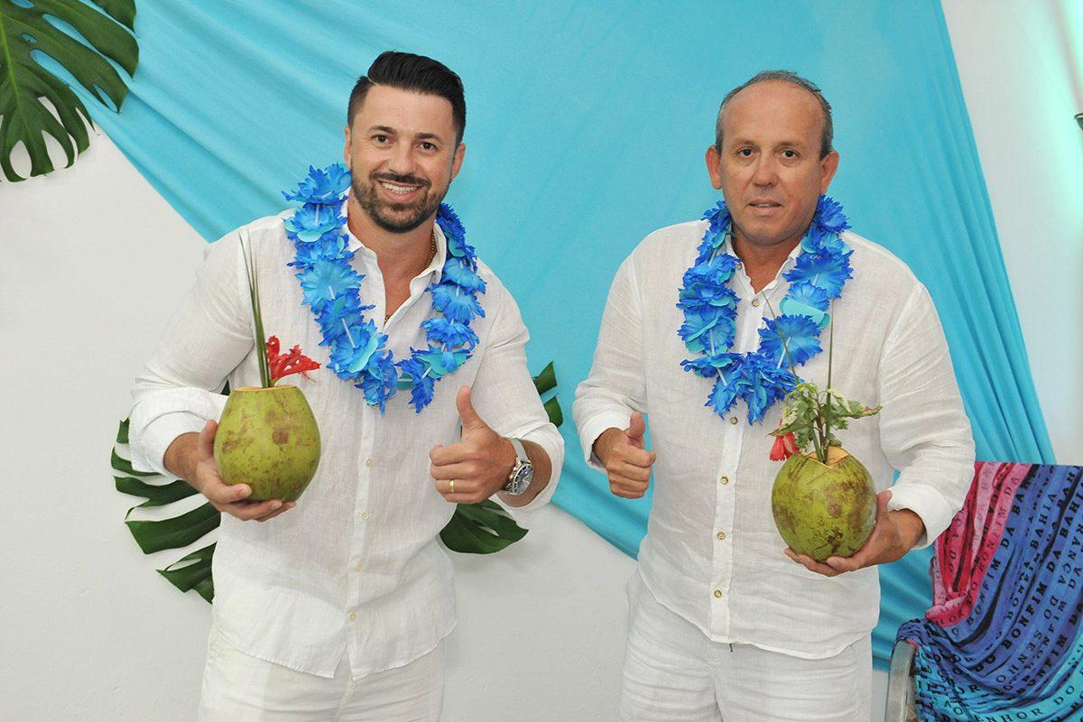 Alex e Calo – festa havaiana (Piçarras)