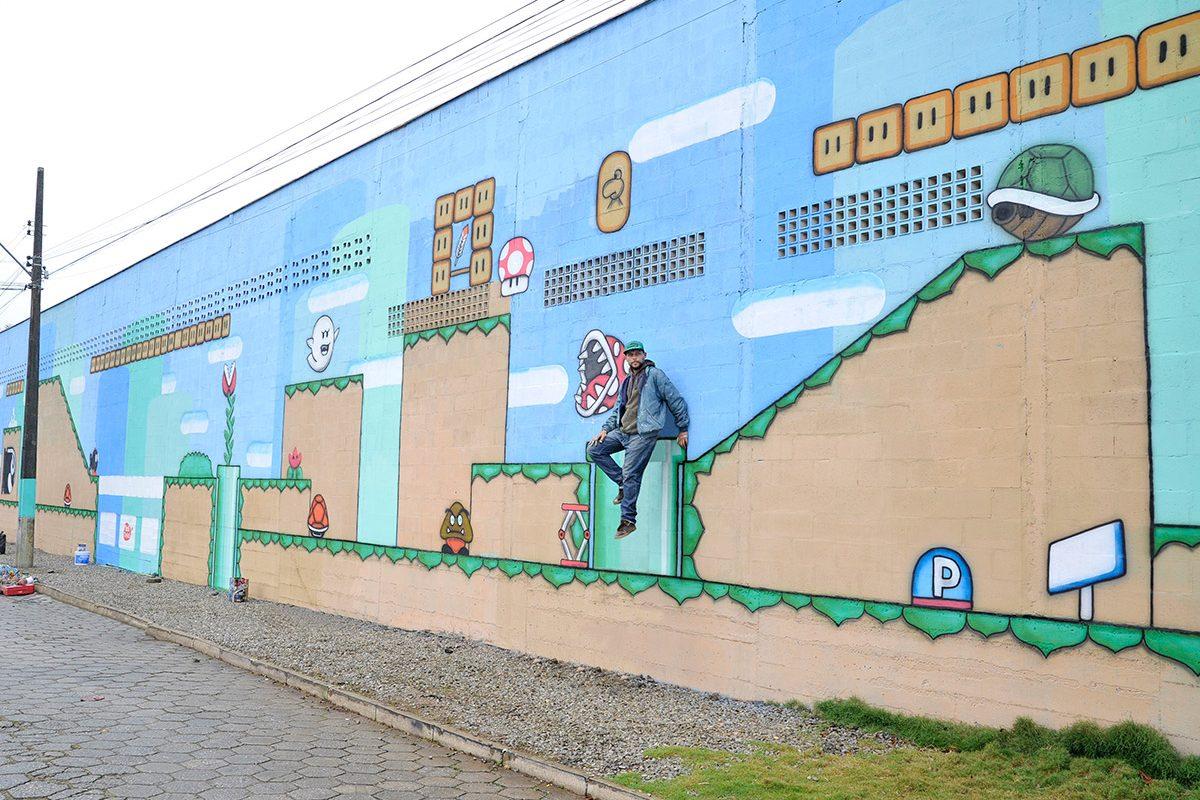 Artista de SP entrega a Balneário Piçarras seu primeiro painel artístico