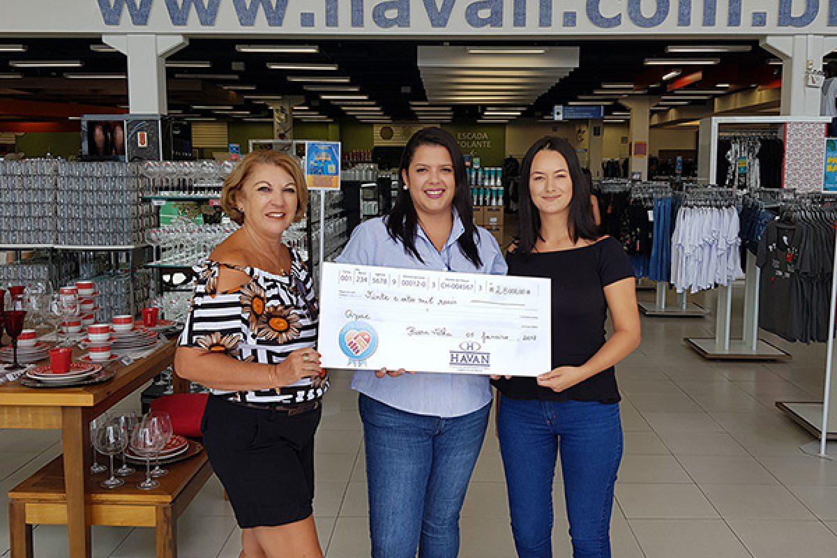 Campanha Troco Solidário entrega R$ 28 mil para a APAE, em Barra Velha (SC)