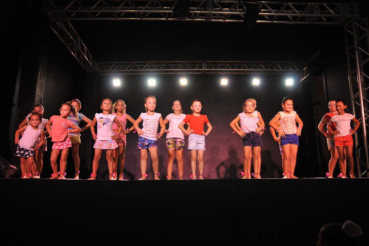 Centro Cultural Luiz Telles oferece aulas de dança gratuitamente em Balneário Piçarras