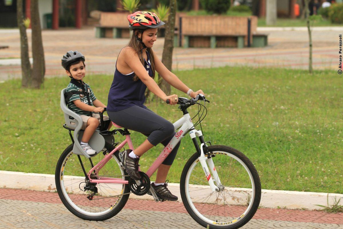 Cuidados com a cadeirinha na bicicleta