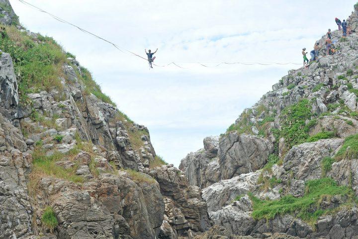 Desafio Highline nas Ilhas Itacolomi (Piçarras)