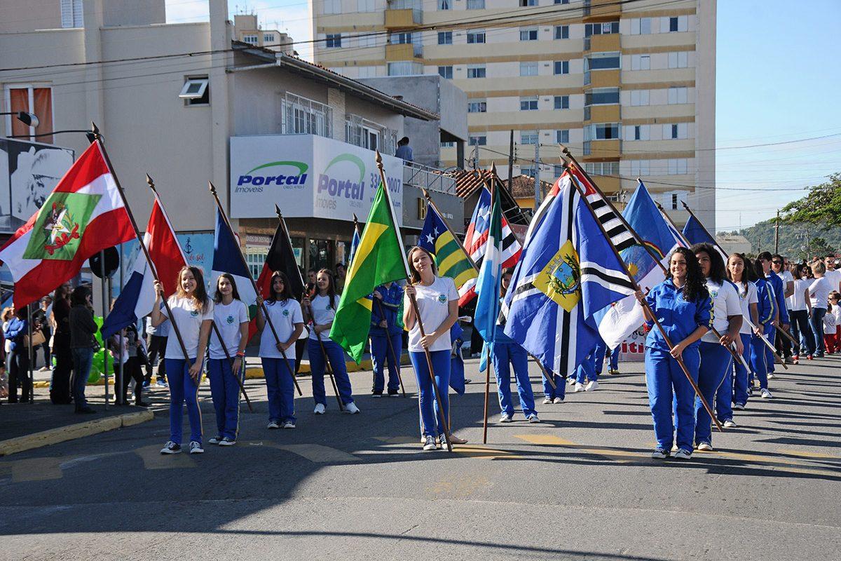Desfile Cívico (Piçarras)