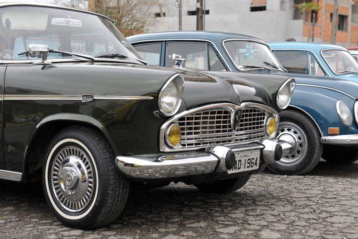 Encontro de carros antigos e mercado de pulgas (Piçarras)