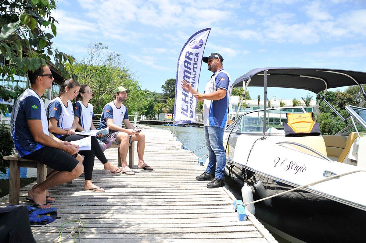Escola náutica de Piçarras oferece treinamento de qualidade para a capacitação de condutores de lanchas e jetskis
