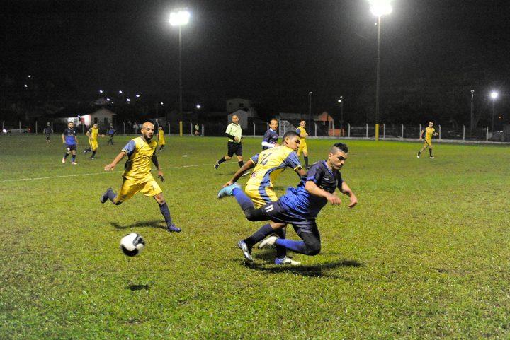 Futebol de campo Piçarras – semi-finais