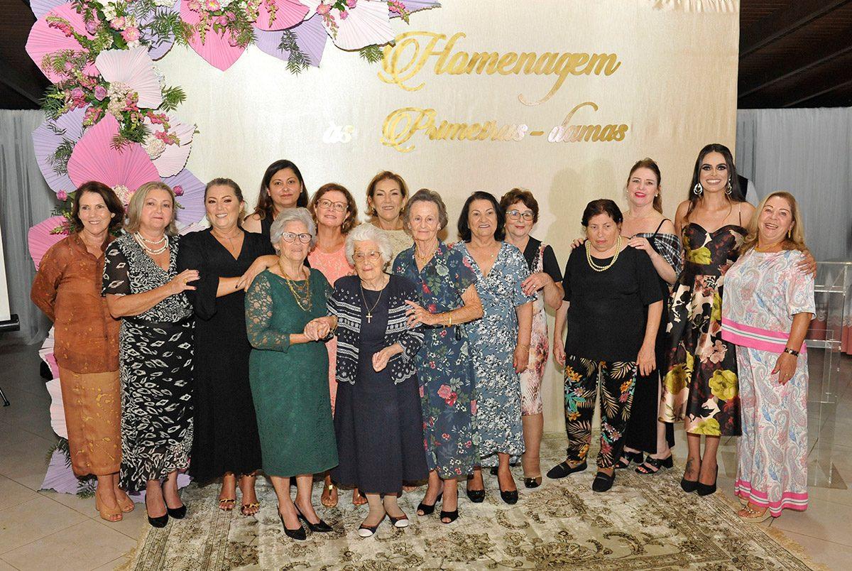 Homenagem às primeiras damas de Balneário Piçarras