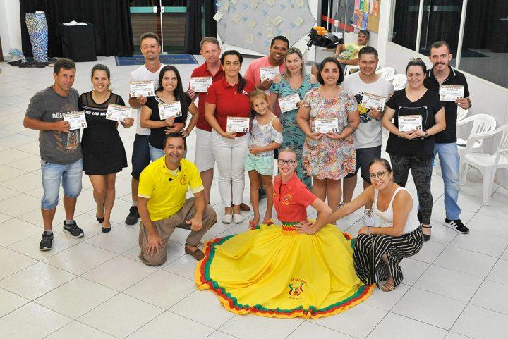 Oficina de dança gaúcha (Piçarras)