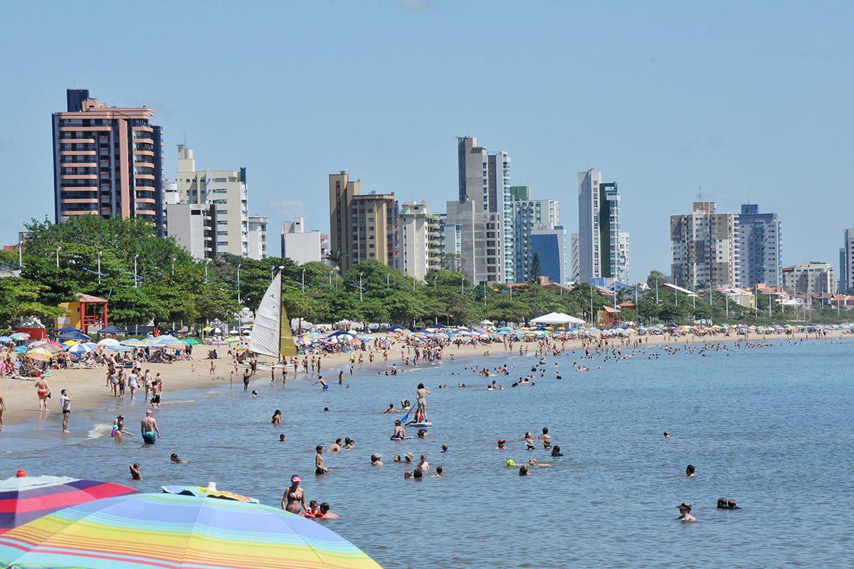 "Programa ""Bandeira Azul"" – Univali faz rigoroso teste de balneabilidade na praia de Balneário Piçarras"